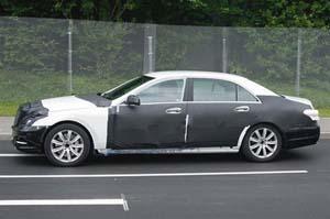 Автомобиль Mercedes класса S.
