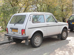 Автомобиль Лада Нива 1,7i в Нидерландах, город Форбург, в апреле 2010 г.