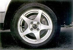 В стандартном оснащении - 14-дюймовые колеса